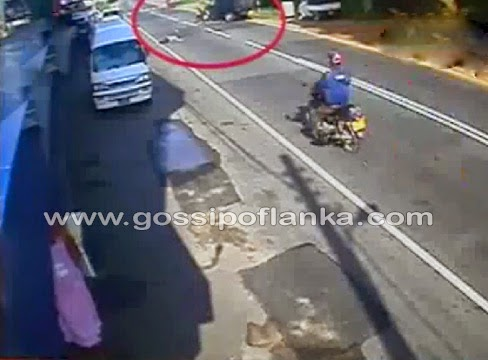 Gossip Lanka, Hiru Gossip, Lanka C News - Man killed in bike accident - CCTV