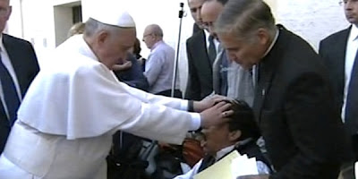 http://2.bp.blogspot.com/-mlGSpzneqmM/UZz2YlyRWYI/AAAAAAAAXOo/CKBOQe_zbtE/s400/Pope+Performs+Exorcism.jpg