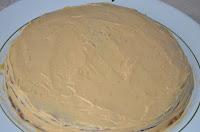 Торт Кармен: Намазать торт кремом из сгущенки