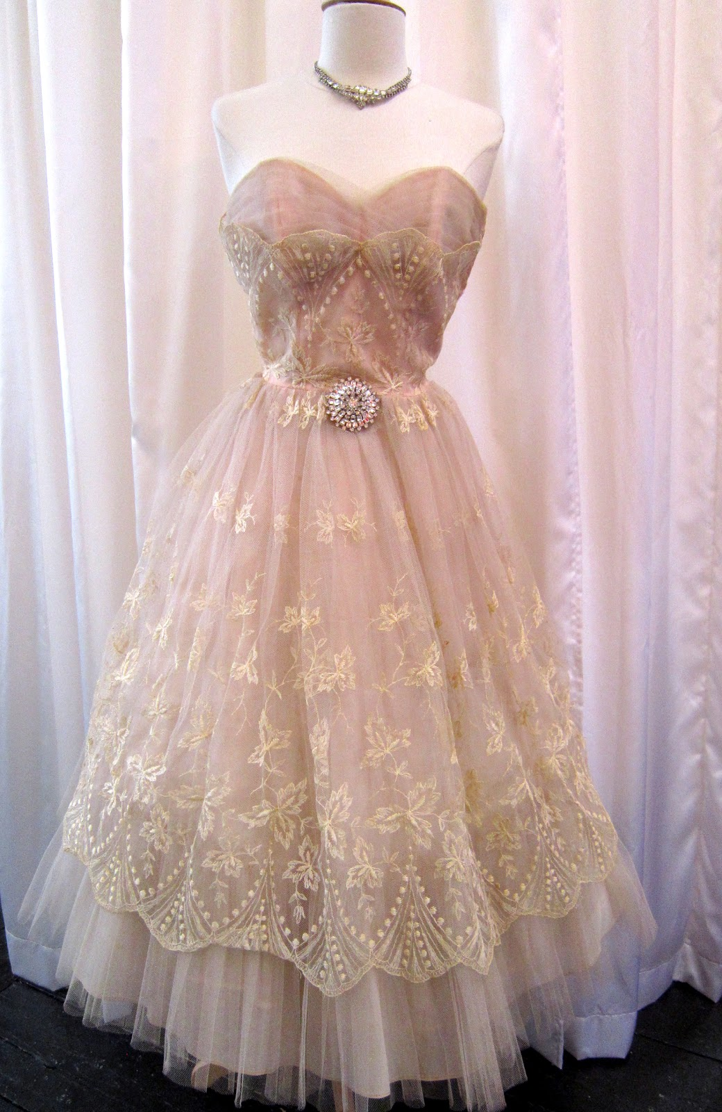 Dirty fabulous beautiful vintage wedding dresses just in for Blush vintage wedding dress