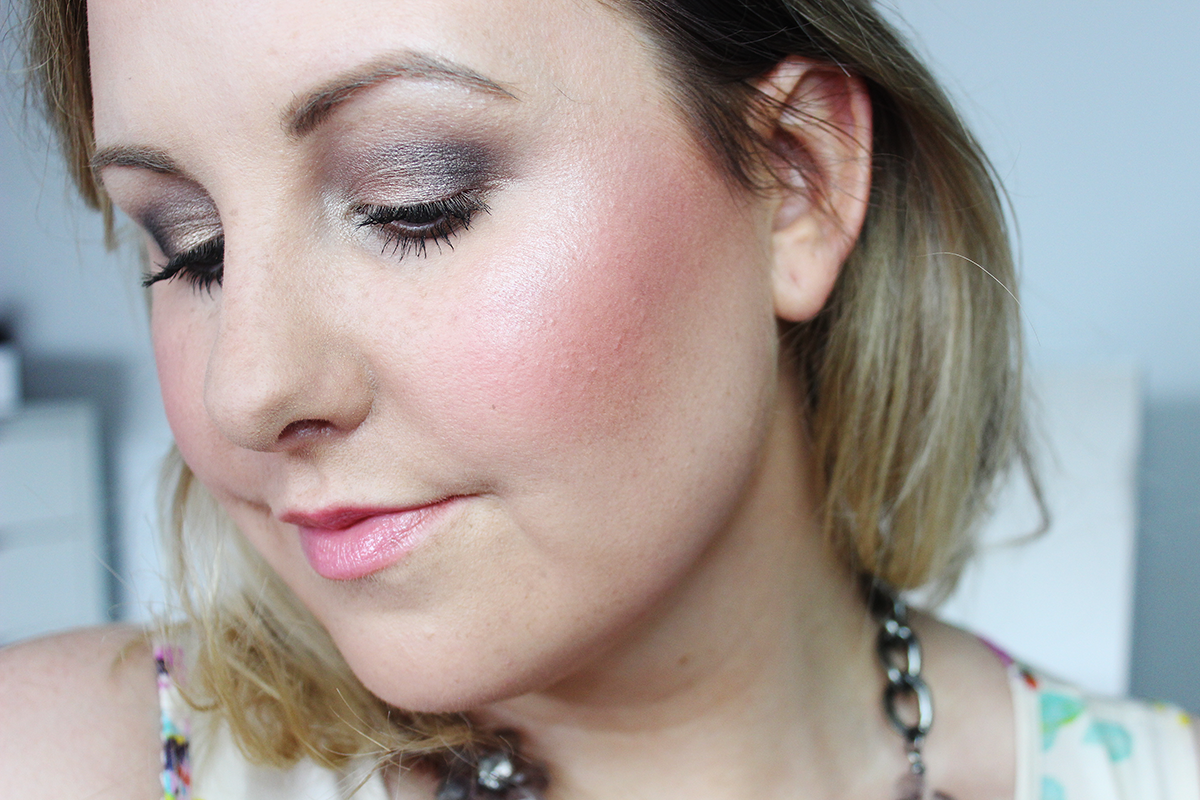 make-up-revolution-blush-and-contour-palette-review