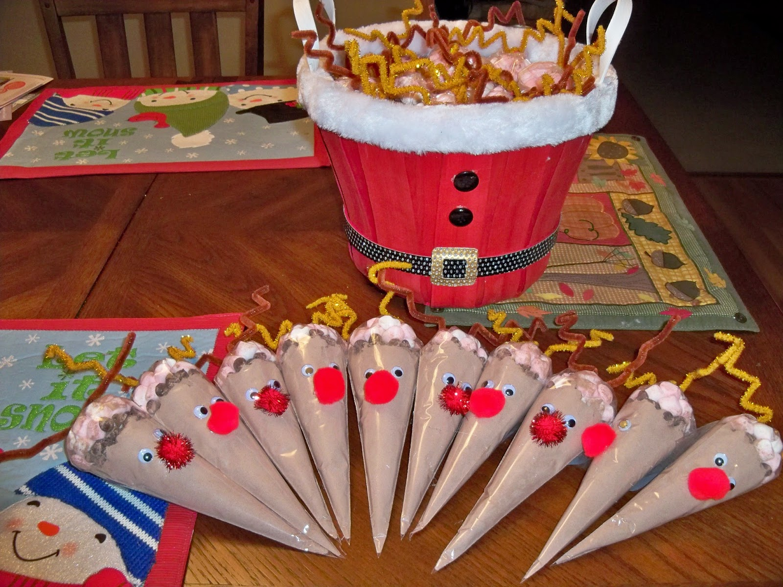 to share the treats that my daughter and i made for her dance team and school classmates we made about 60 of these darling hot chocolate reindeer