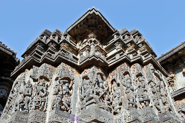 View of the sculptures on the walls of Hoysaleshwara temple