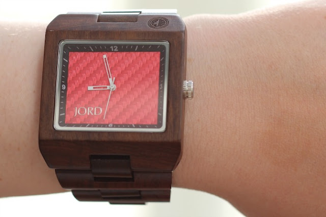 JORD Delmar Red on the wrist