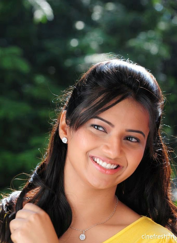 Isha Chawla New Cute Stills Isha chawla Beautiful Photos gallery pictures