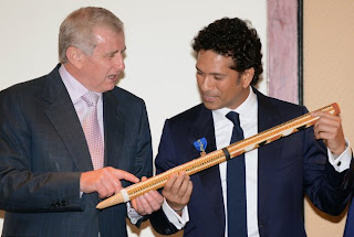 Simon-Crean-and-Sachin-Tendulkar-The-Order-of-Australia-2012