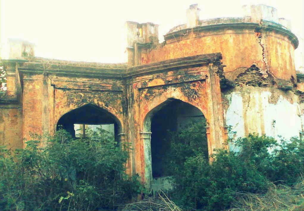 The abandoned haunted mansion in GP Block, Meerut is now in ruins