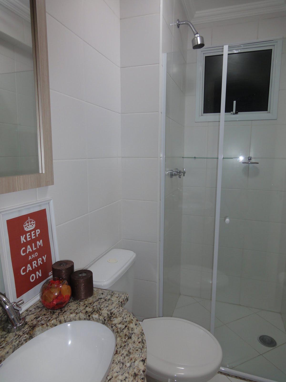Minha Casa Minha Vida: A gaveta dos vidros  #68332C 1200x1600 Acessórios Banheiro Rua Paes Leme