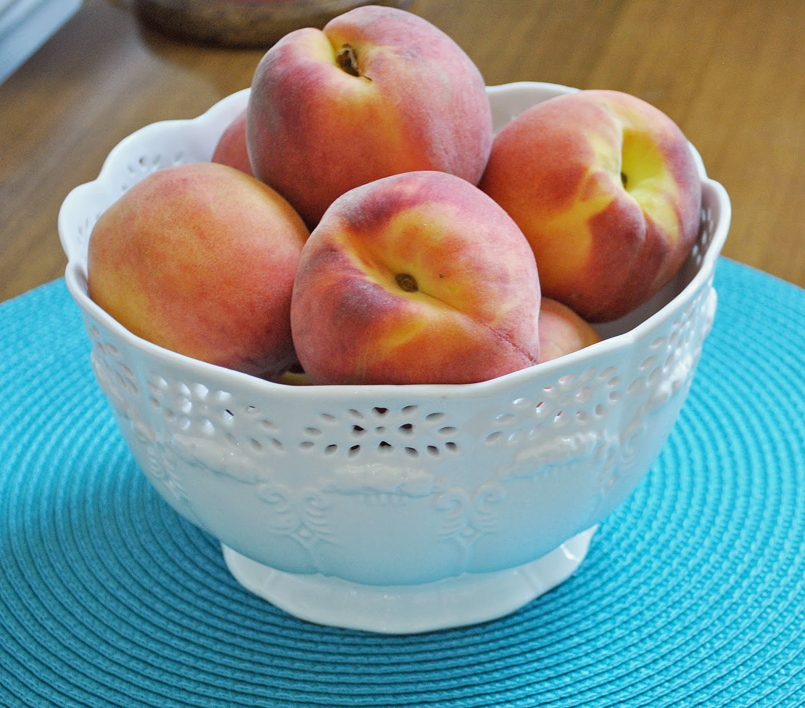 peach and its core analysis peach d h lawrence A peach and its core--an analysis of peach by dh lawrence1100012705叶子杰 what will you think of, when you eat a fruit, like a peach i think many people's answer would be nothing at all.