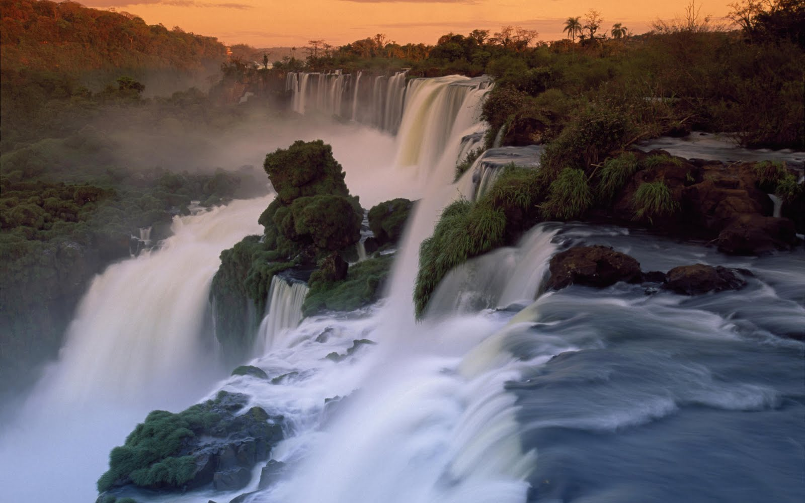 http://2.bp.blogspot.com/-mm4Mlur8A9E/TjBkLegywGI/AAAAAAAABZg/DDjR12wtEmw/s1600/iguazu-falls-brazil-argentina-nature-wallpaper-1920x1200-721.jpg