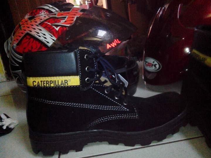 Sepatu Safety Merk Caterpillar Warna Hitam