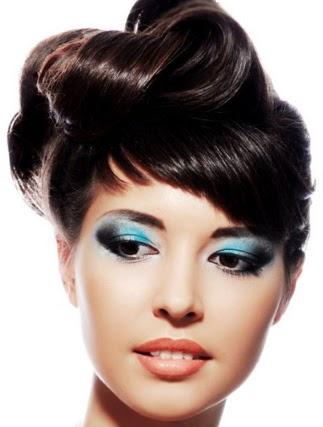 maquillaje azul para ojos, ojos sombreados en azul, maquillaje para fiestas, bonito maquillaje para ojos, imágenes de mujeres maquillaje, ideas de maquillaje, cómo me maquillo para una fiesta, maquillaje para fiestas nocturnas, maquillaje para fiestas de gala, cómo maquillarse para una fiesta, tips de maquillaje, consejos de maquillaje, maquilla facial bonito, maquillaje para contorno de ojos, maquillaje labial, mujeres maquilladas, mujeres con bonito maquillaje, maquillaje moderno para mujeres, maquillaje atrevido para mujeres, consejos modernos de maquillaje