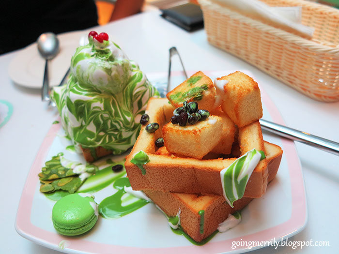 Dazzling Cafe Matcha with red beans Honey Toast