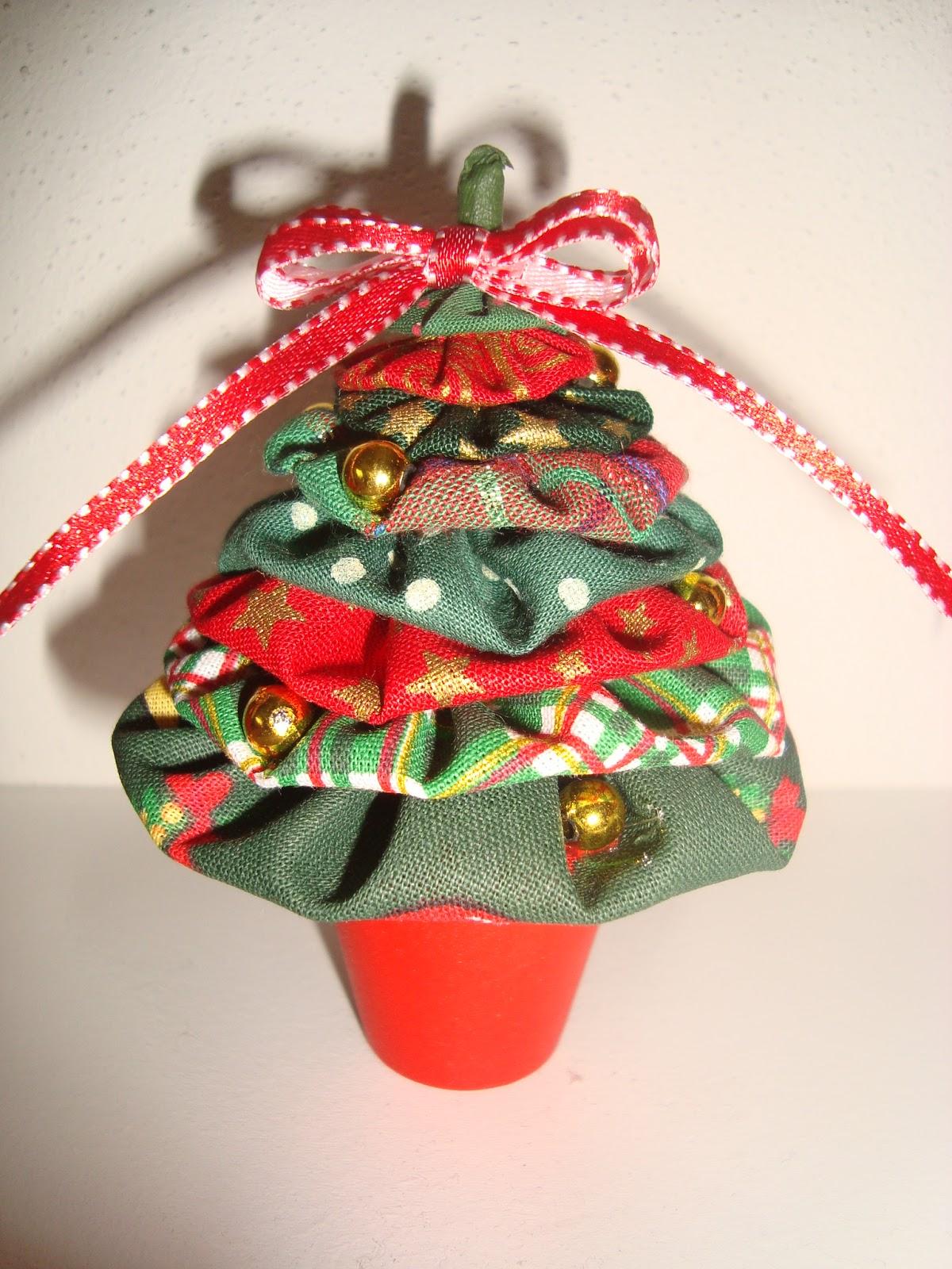 Arte Customizada by Priscila Kato: Árvore de Natal de fuxico #B61615 1200x1600