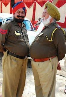 பெருமைப் படலாமா? பாருங்கள் படங்களை, பிறகு பெருமைப் படலாம். India.+Identity+of+Police