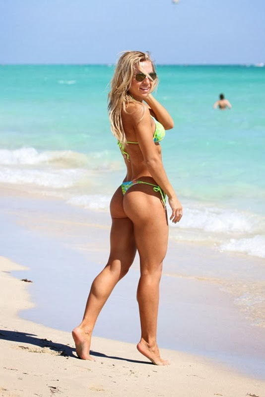 booty Rusian fitness model Kate Usmanova bikini on the beach