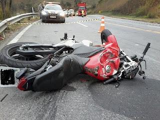 Com o impacto, a vítima ficou presa debaixo do veículo e foi arrastada por cerca de 14 metros. O corpo foi retirado por funcionários da Via 040 e encaminhado ao IML de Barbacena. O motorista do veículo, de 41 anos, saiu ileso.