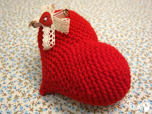 Crochet heart with a message by Pingo - The Pink Penguin