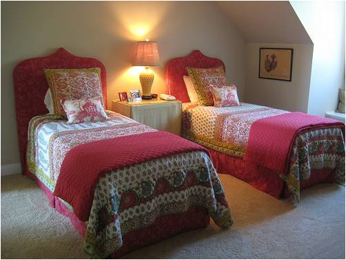 Decorating girls room with two twin beds country homes - Twin bed for small space property ...