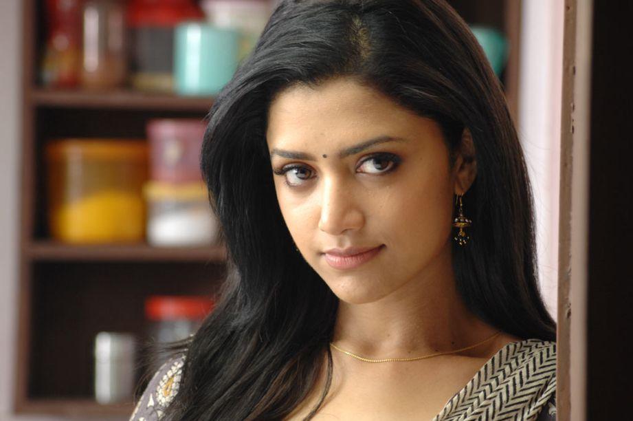 Cinemas: Thadaiyara Thaakka