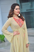 Rashi Khanna new glamorous photos-thumbnail-15