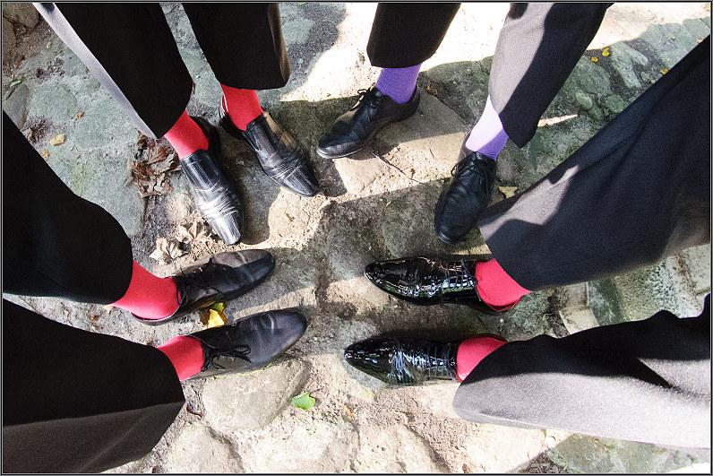 raudonos pabrolių kojinės