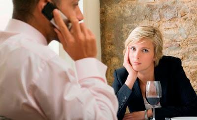 4 Cara Mengetahui Pasangan Bosan /Jenuh Denganmu
