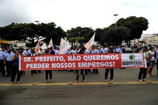 FUNCIONÁRIOS DA SÃO LUIZ PROTESTAM EM FRENTE Á PREFEITURA DE BONFIM