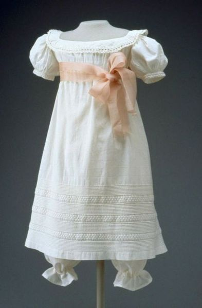 http://bumblebutton.blogspot.ca/2011/04/free-jane-austen-regency-fashion.html
