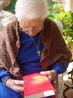 Η Σούπερ γιαγιά διαβάζει Επίκουρο