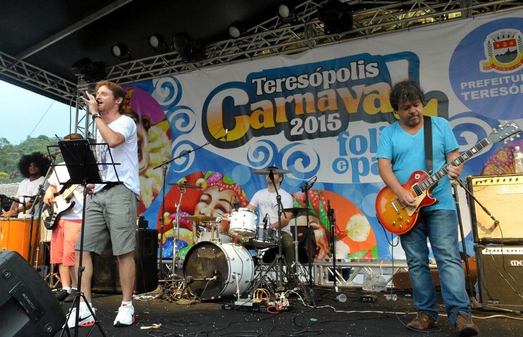 A banda Sabottage apostou em sucessos do rock internacional em ritmos carnavalescos