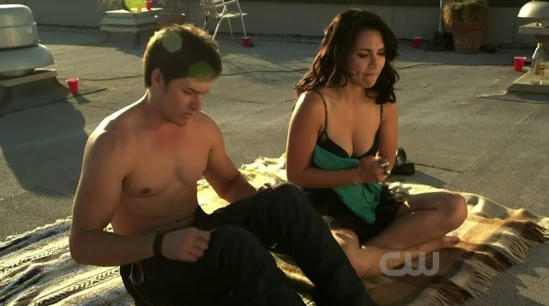 Jonathan Patrick Moore Shirtless in The L.A. Complex s1e01