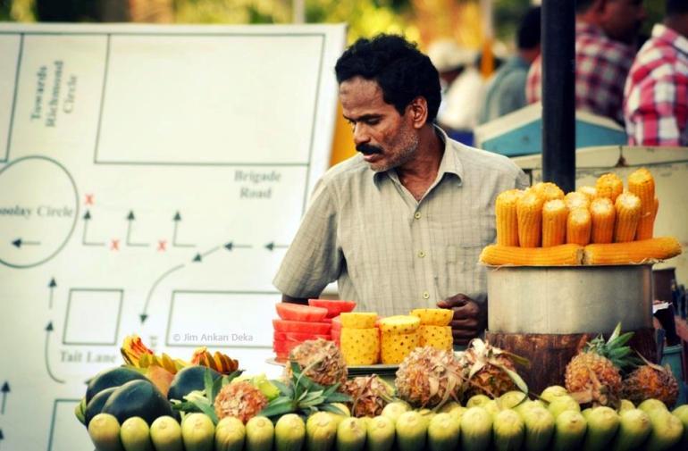 A common view in Bangalore - fruit vendors (© Jim Ankan Deka)