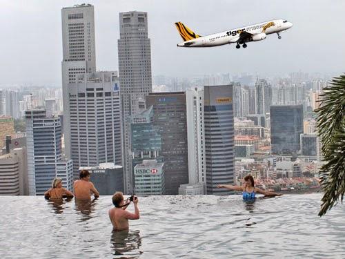 Tham quan bể bơi trên không độc đáo của Singapore