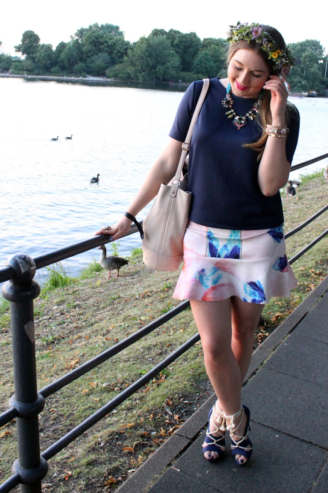 malaika raiss, malaikaraiss berlin, fashion week, spring summer 2015, i love ponys, midsommar party, hamburg, blumenkranz, alster, neopren rock, zara, pastell, modeblogger, modenschau,
