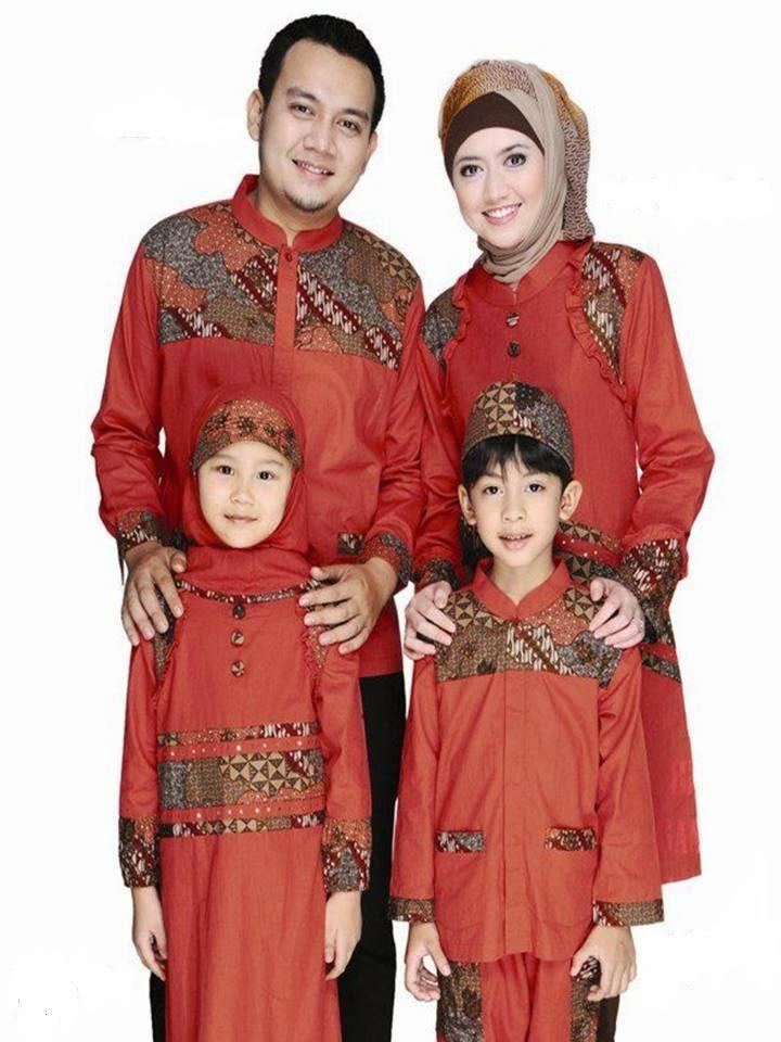 Baju muslim sarimbit lebaran dengan motif batik