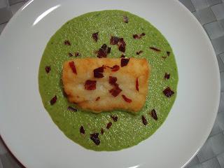 Lomo bacalao crema guisantes y jamón