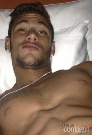 """É meu!"""", comenta Bruna Marquezine na foto de Neymar sem camisa"""