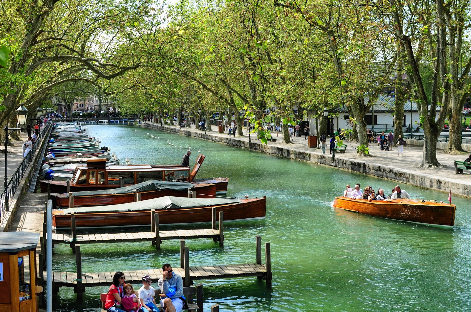 rent a boat Annecy alquilar barco