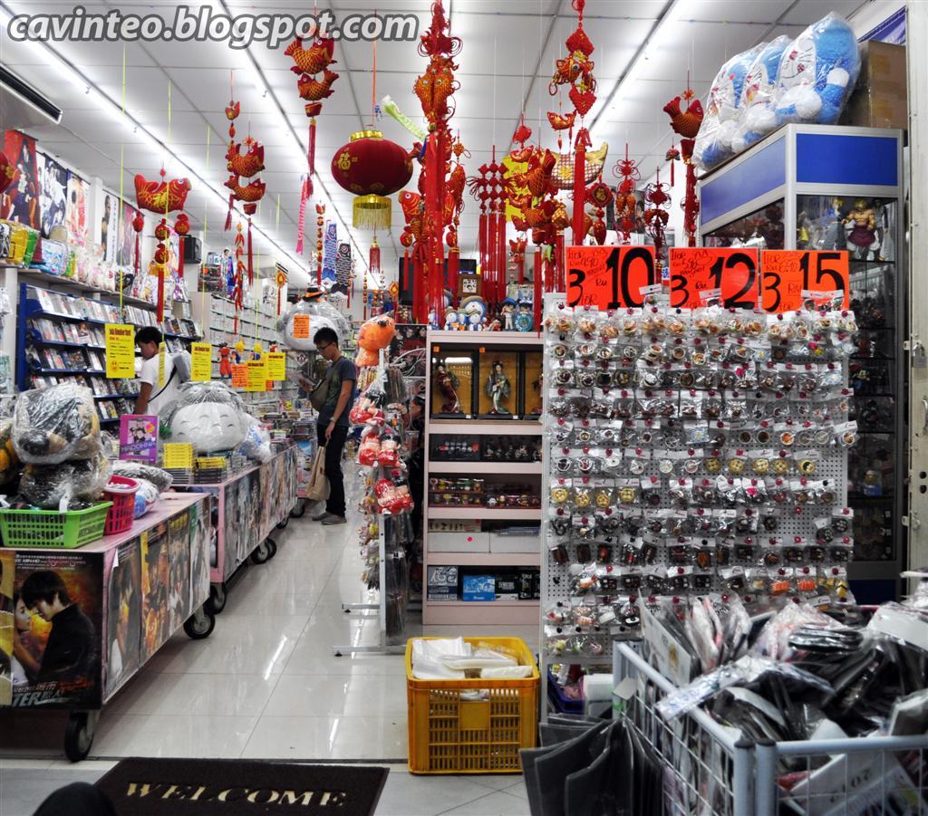 Entree Kibbles: Petaling Street (茨廠街) @ Night In Chinatown