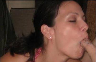 Gila Foto Porno Beredar Wanita Mengkulum Blowjob Fullgar di Depan Umum