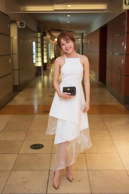 Chi Pu ghi điểm trong buổi tiệc tại Nhật Bản nhờ chiếc váy trắng dạng yếm nữ tính, trẻ trung của Lý Quí Khánh.