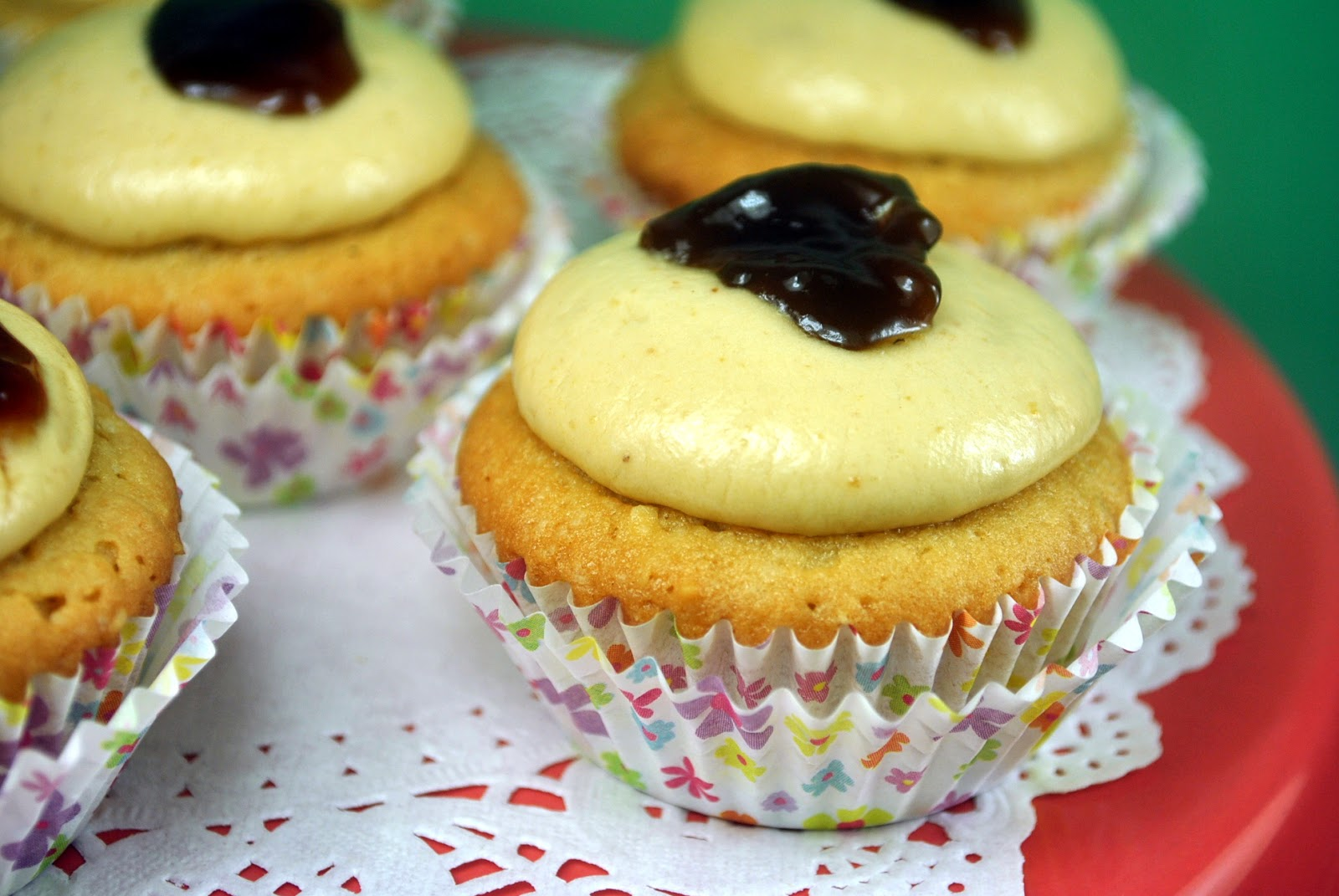 bakery cook and tips: Peanut Butter and Jelly Cupcakes