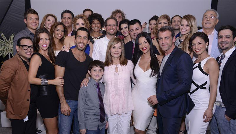 Se reúnen para ver estreno de ¨Santa Diabla¨ ¡Ratings y +...!