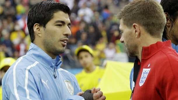 Gerrard critica que Luis Suárez no aspire al Balón de Oro 2014