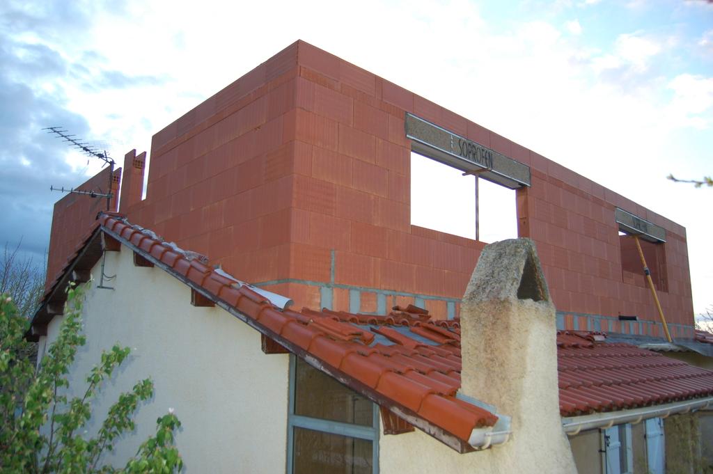 Agrandissement d 39 une maison par le haut 11 me jour for Agrandissement maison par le haut