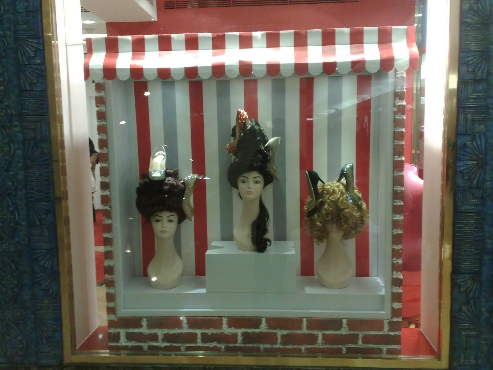 Displayhunter christian louboutin hair salon for Salon xmas decorations
