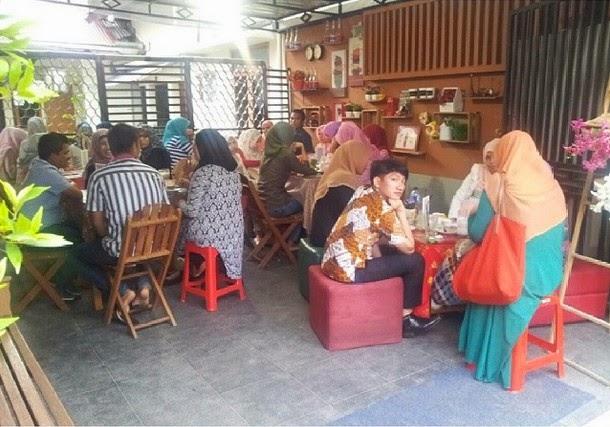Maroon Cake Banda Aceh