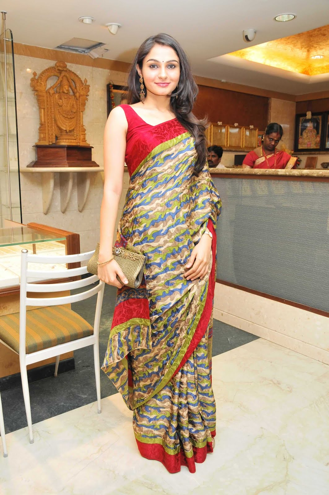 andrea jeremiah spicy in saree unseen pics