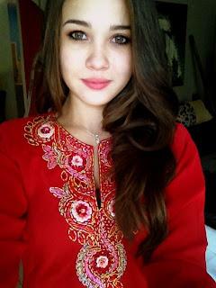 Merah-Emma-Maembong.jpg